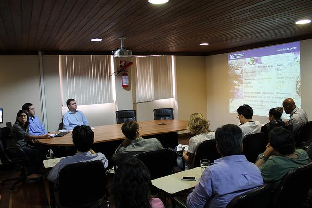 Os pesquisadores da FEE Mariana Pessoa e Tomás Torezani e o Diretor Técnico da FEE, Martinho Lazzari, na divulgação da Carta